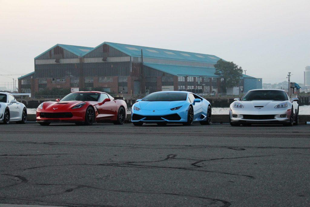 Lamborghini Huracan Between to Corvettes