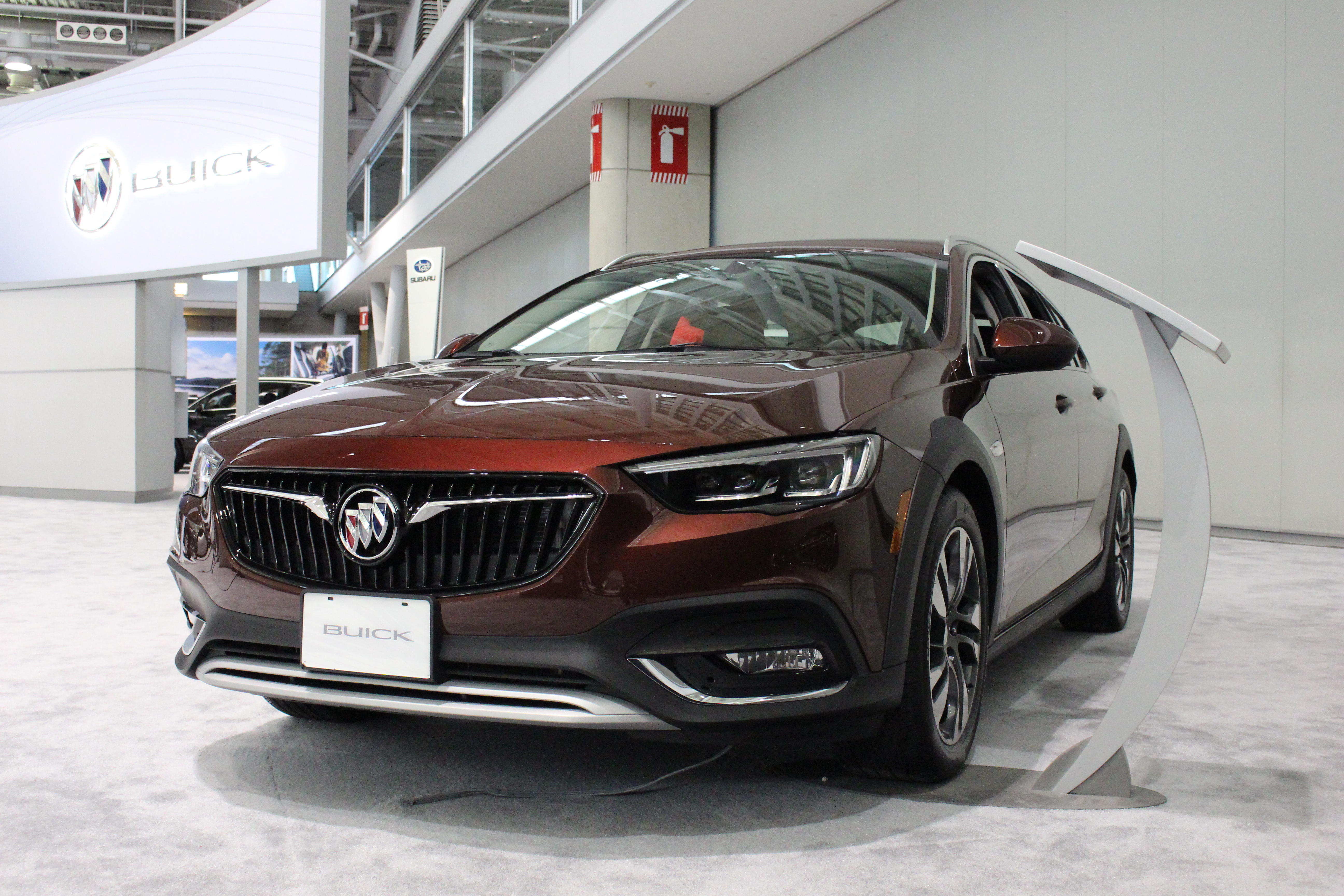 2018 buick regal tourx the station wagon is back in the us boston auto blog. Black Bedroom Furniture Sets. Home Design Ideas